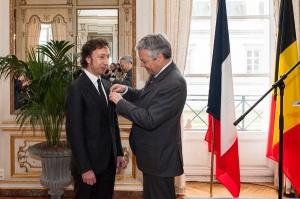Remise de décoration à Stéphane Bern